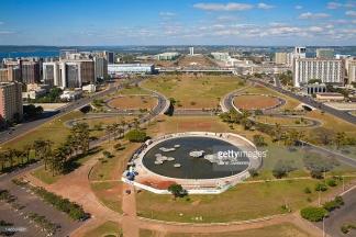 ou le Eixo Monumental de Brasilia ?