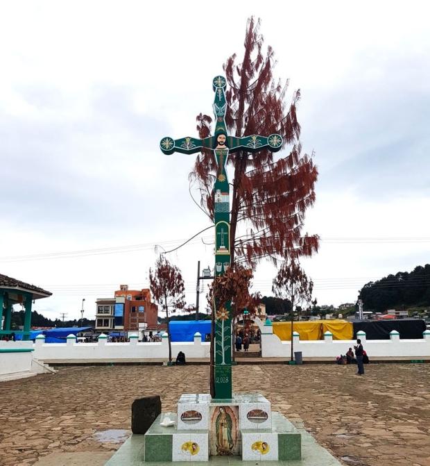 La croix, ici symbole des croyances tzotziles plus que de la religion catholique